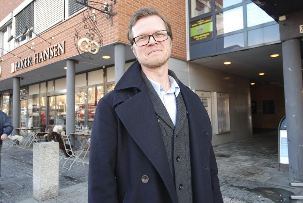 ALDER INGEN HINDRING: Arne Harald Foss gleder seg til å ta fatt på oppgavene ved Røa eldresenter. 2. januar i år overtok han lederrollen etter Hanne Dalbæk Bruknapp.