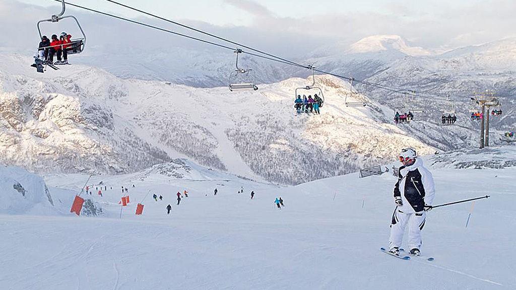 BIKKER MILLIARDEN: Gode forhold i norske skianlegg bidrar til at salgete av norske heiskort i år mest sannsynlig passerer én milliard kroner. Her fra Hemsedal.