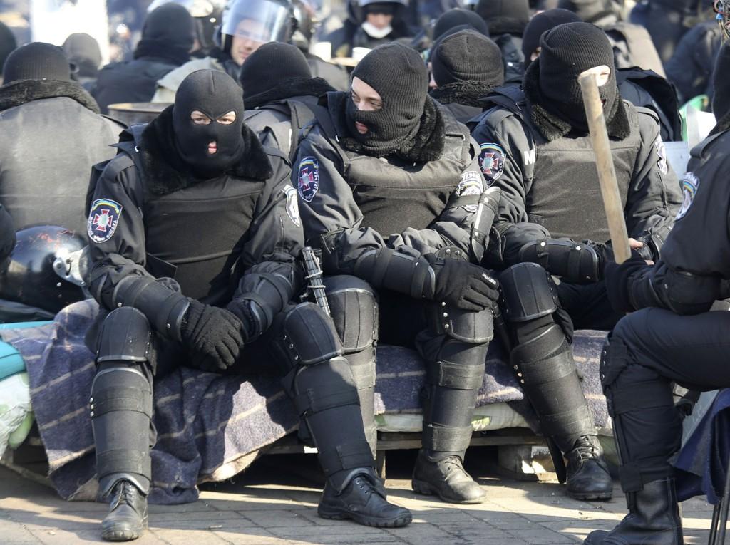 Flere titalls menneske liv har gått tapt under demonstrasjonene mot den stående regjering i Ukraina. Nå melder presidentens kontor om avtale-enighet.