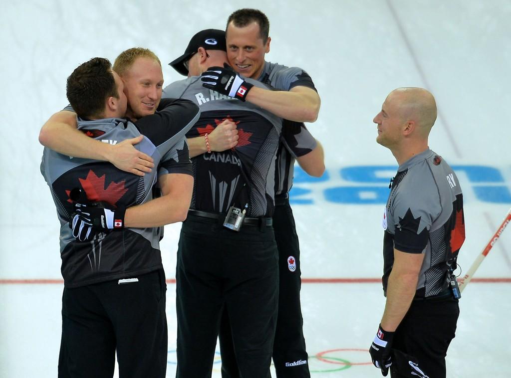Canada og spillerne Caleb Flaxey, Ryan Fry, E.J. Harnden, Ryan Harnden and Brad Jacobs kunne feire nasjonens tredje strake OL-gull fredag.