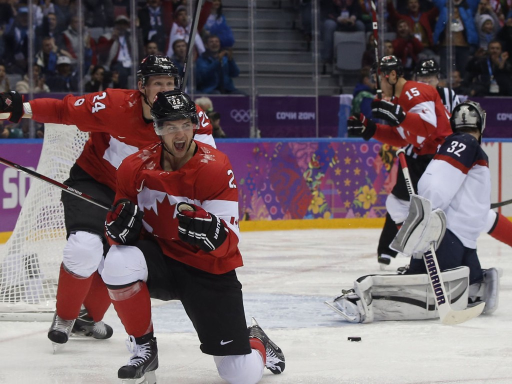 Jamie Benn feirer scoring for Canada i semifinalen mot USA.