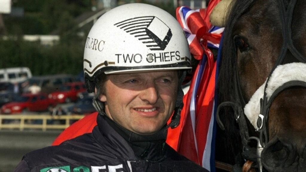Rune Wiig kjører vår banker Cronos F Boko på Forus i formiddag. Foto: hesteguiden.com