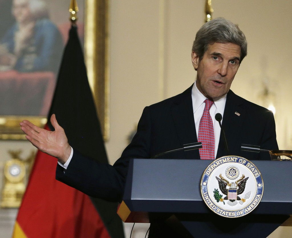 KNALLER TIL: USAs utenriksdepartement, her ved utenriksminister John Kerry, knaller til med klar melding om Putins 10 løgner om Ukraina.
