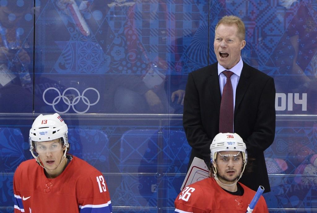 VIL FORTSETTE: Roy Johanse vil fortsette som landslagssjef i ishockey.