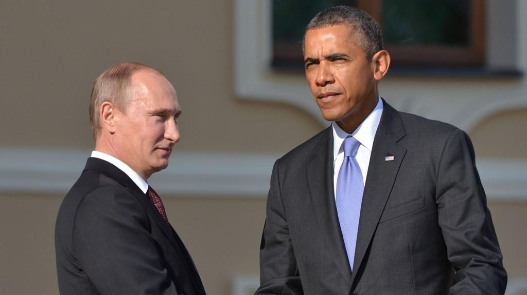SNAKKET: President Vladimir Putin (venstre) og president Barack Obama under G20-møtet 5. september 2013 i St. Petersburg.