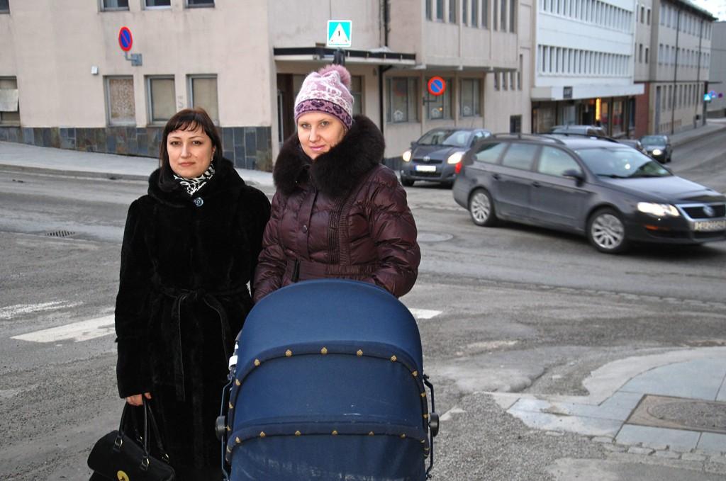 FRA UKRAINA TIL HAMMERFEST: Lena Stiby og Oksana Prokopchuk bor nå i Hammerfest. Lena kom for en uke siden, mens Oksana har vært i Hammerfest siden august 2013.