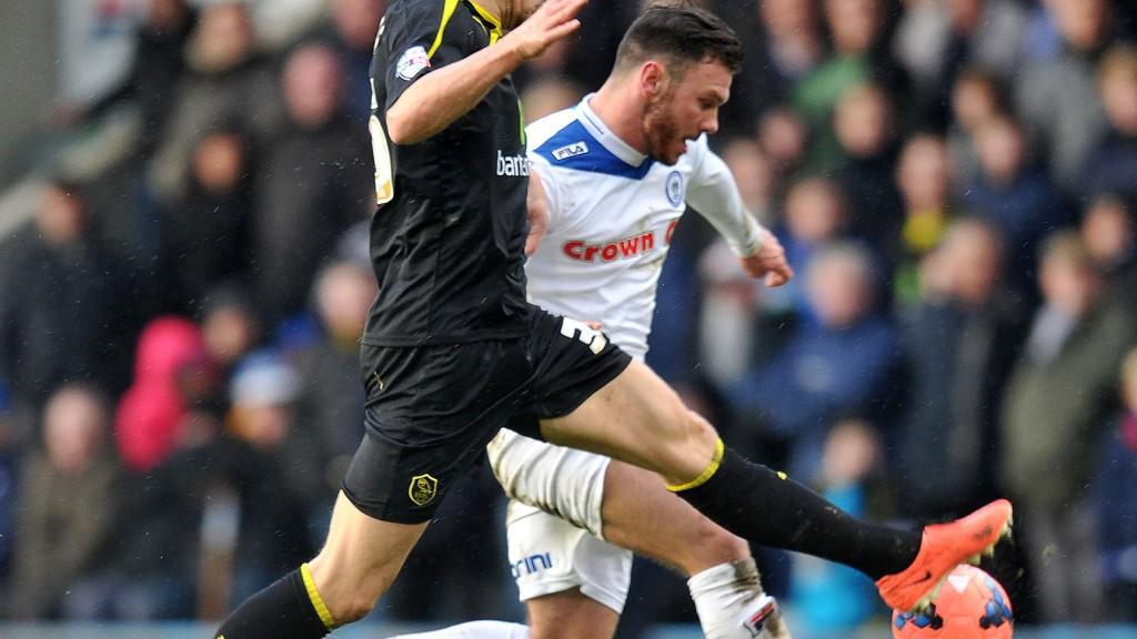 Rochdales Scott Hogan (til høyre) er kåret til månedens spiller i League Two etter å ha bøttet inn mål i februar.