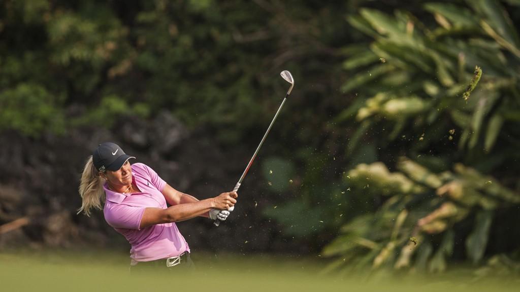 Suzann Pettersen gikk en ny solid runde fredag og leder turneringen. AFP PHOTO / XAUME OLLEROS