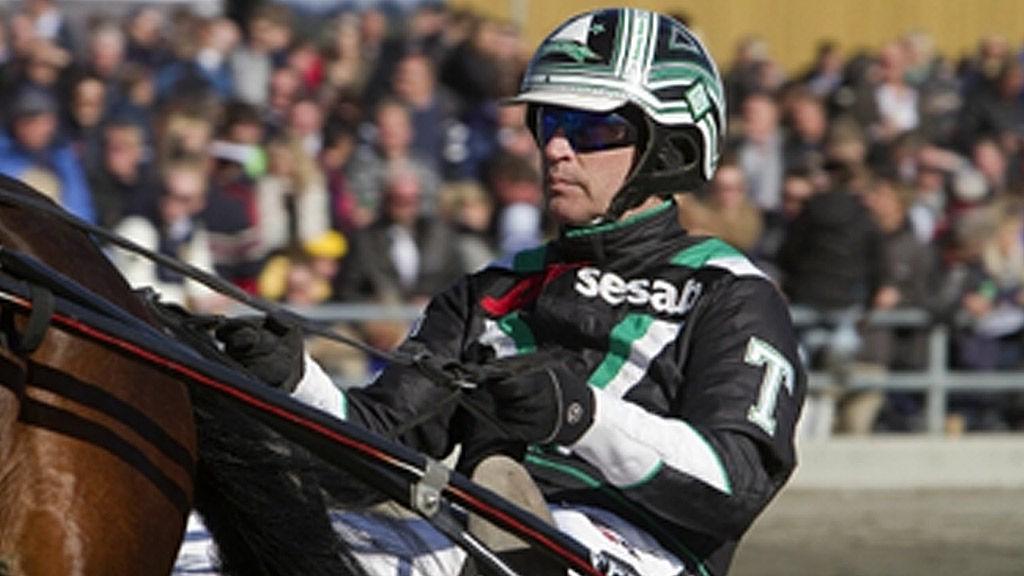 Johnny Takter kjører vår lunsjbanker på Halmstad i formiddag. Foto: hesteguiden.com