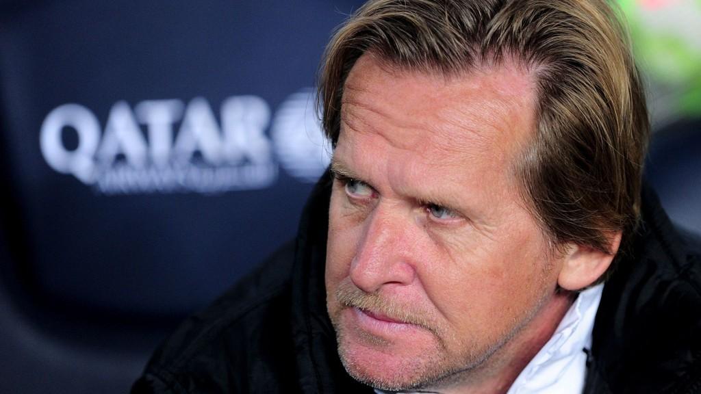 Bernd Schuster har fått en elendig start som Malaga-trener, og nå har fansen lagt ham for hat.