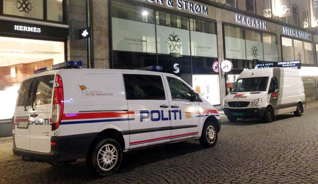 Både politi, vektere og brannvesen troppet opp på Steen & Strøm i kveld, da et kjærestepar hadde låst seg inne på do.