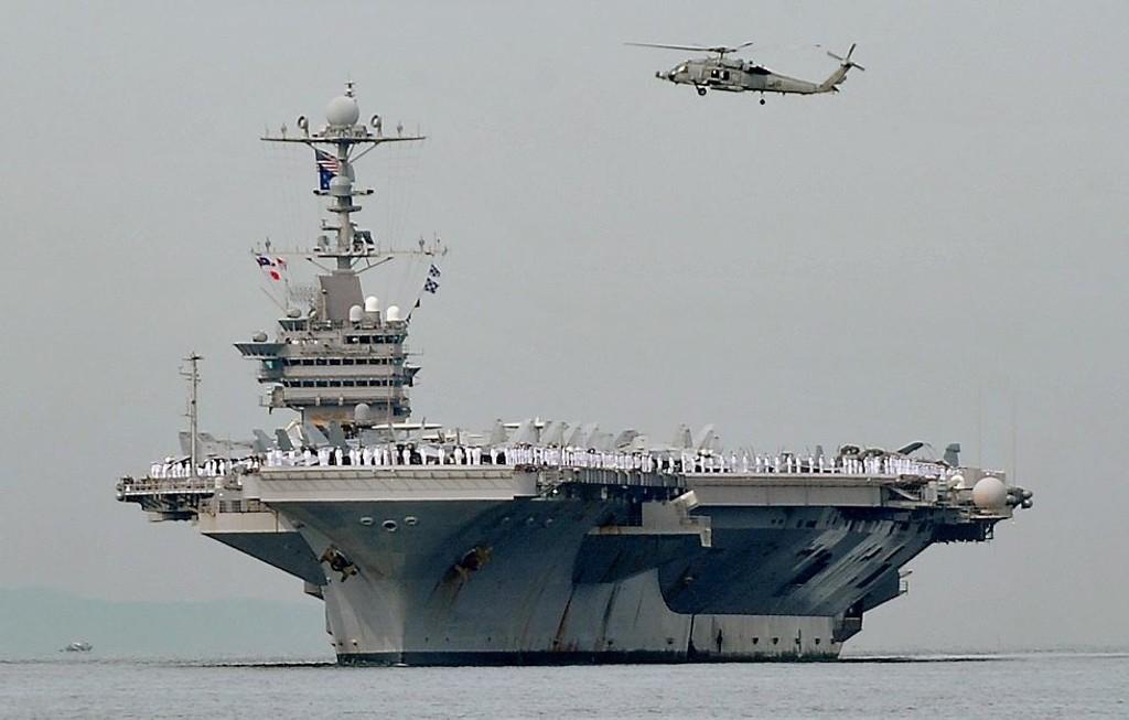 US NAVY DELTAR: USA sender et skip fra US Navy for å lete etter savnede Malaysian Airlines MH370 i Indiahavet.