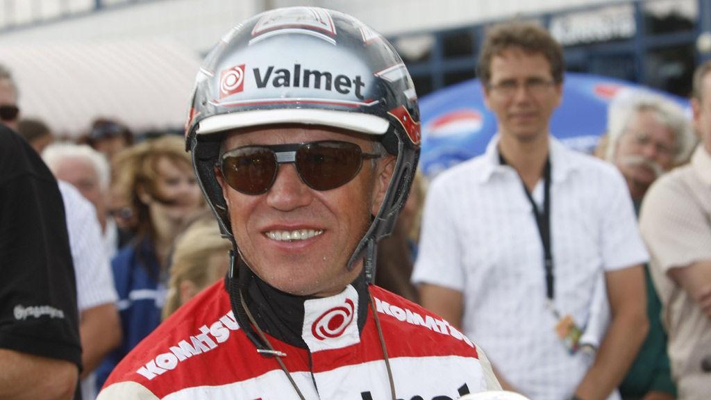 Örjan Kihlström kjører bankeren vår i V65-3 på Solvalla i formiddag. Foto: hesteguiden.com