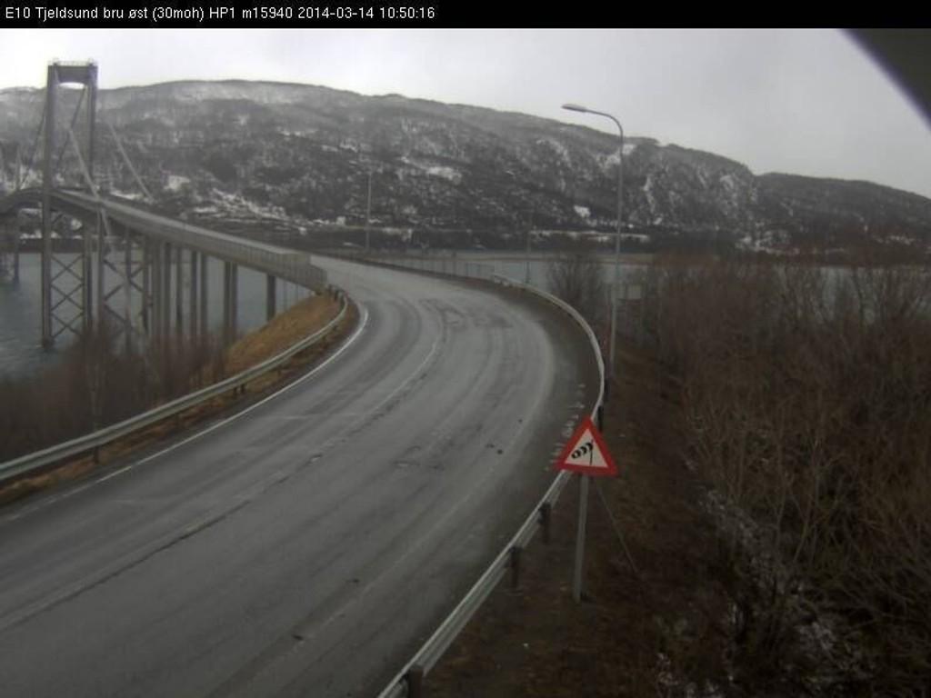 Tjeldsundbrua var i går delvis stengt på grunn av vær og vind. Dette påvirket trafikken på E10. Det er ikke utenkelig at brua vil bli stengt igjen dersom «Kyrre» fortsetter å vise styrke.