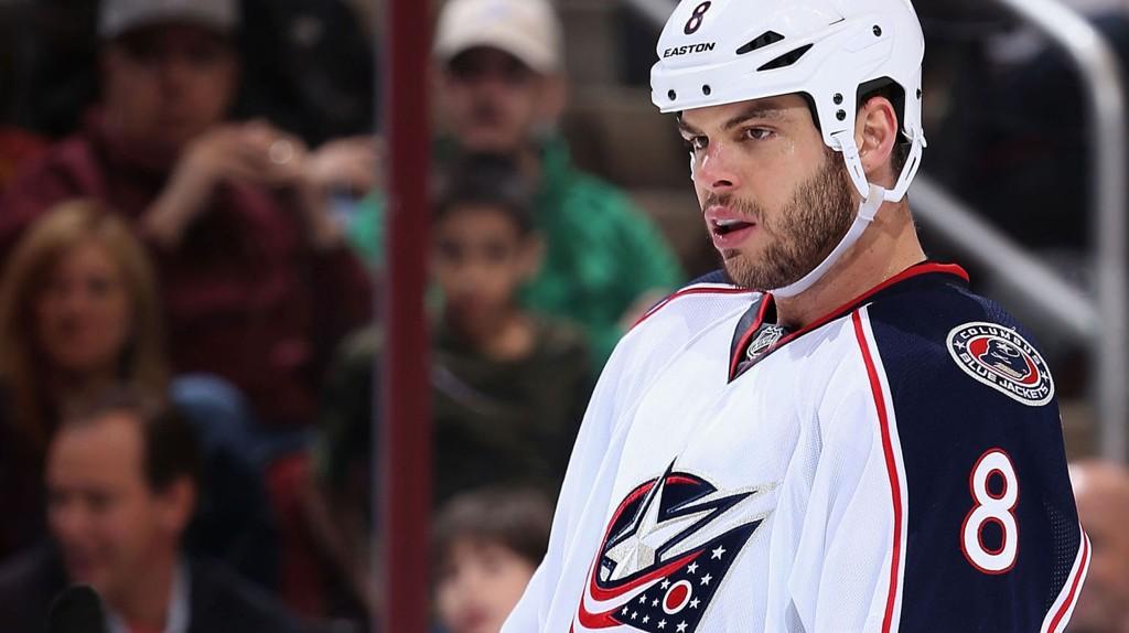 SPANDERBUKSENE PÅ: Nathan Horton spanderte NHL-kamp på 1000 politi- og brannmenn.