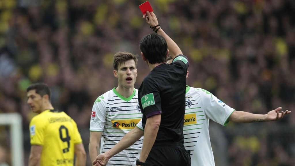 UBELEILIG: Håvard Nordtveit måtte forlate prestisjekampen mot Borussia Dortmund på stillingen 0-2, men kunne puste lettet ut etter kampslutt.