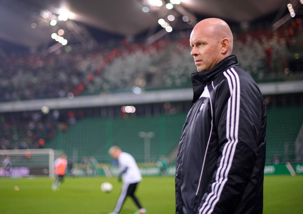 BETENKT: Henning Berg var nok ikke særlig fornøyd med andreomgangen mot Wisla Krakow. Her fra en tidligere kamp.