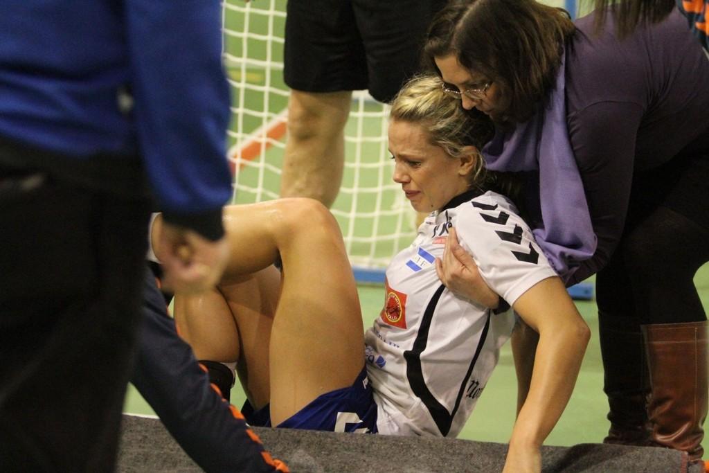 UHELDIG: Nordstrands venstrekant, Tonje Berglie, var maks uheldig i kampen mo Stabæk da hun fikk brudd i skinnbeinet og ankelen ut av stilling.