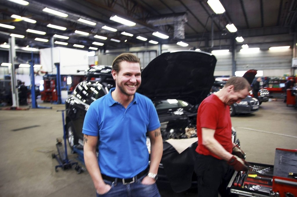 Halvannen time fra Lillestrøm, i Årjäng i Värmland, tilbyr eier og daglig leder Stefan Reuthenberg på Turessons Bil & Rep AB gratis overnatting.