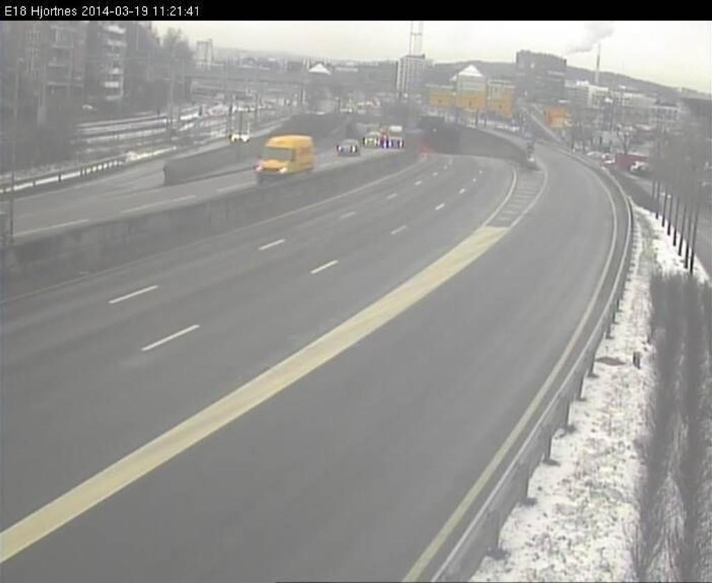 VEIEN ER ÅPEN IGJEN: Det var lenge sperret for all trafikk på E18 inngående på Framnes i Oslo i forbindelse med en ulykke.
