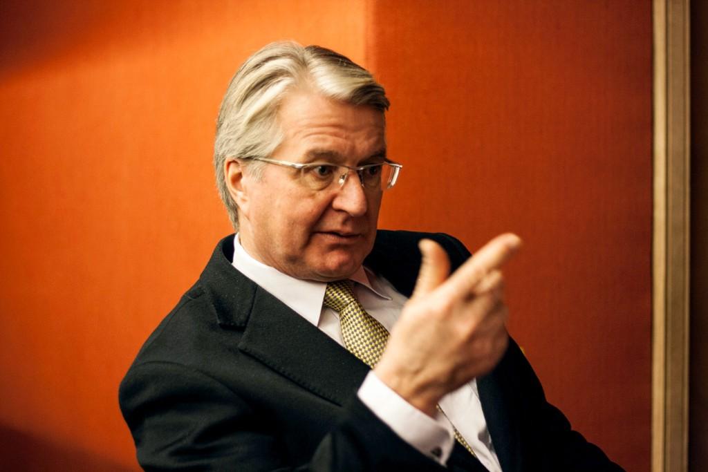 Fabian Stangs politiske motstandere er ikke særlig imponert over ordførerens sjokoladehilsener.
