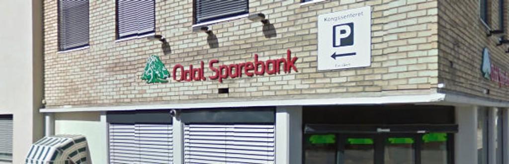 Odal Sparebank lånte ut 100.000 kroner til den bedragerisiktede kvinnen.