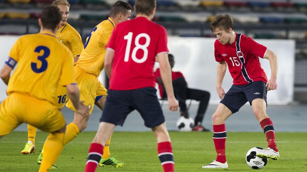 LANDSLAGET: Viking-spiller Yann-Erik de Lanlay fikk bli med til Abu Dhabi i vinter for å prøve seg på landslaget. Det gav mersmak, skal vi tro Viking-trener Kjell Jonevret. Foto: Berit Roald / NTB scanpix
