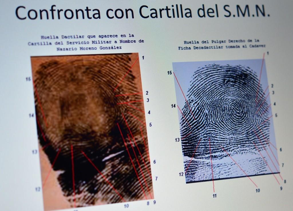 FINGERAVTRYKK: Lederen for Caballeros Templarios, Nazario Moreno, ble angivelig skutt og drept 9. mars i år. Det ble han angivelig også for fire år siden. Denne gangen ville politiet forsikre pressen om at rett mann var drept, og sammenlignet derfor nye og tidligere fingeravtrykk under pressekonferansen.