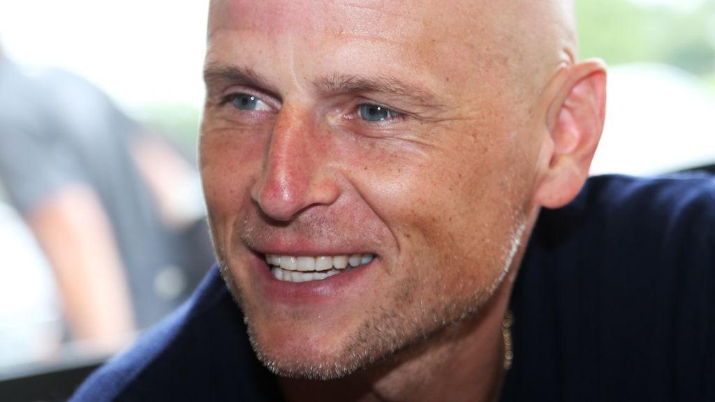 Ståle Solbakken har grunn til å smile over at FCKs største gullrival, Midtjylland, gikk på et hjemmetap lørdag.