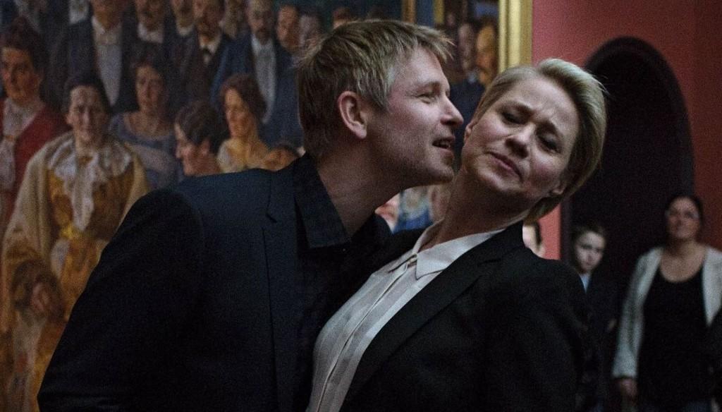 Robert Eliassen (Trond Espen Seim) og Gro Grønnegaard (Trine Dyrholm) i «Arvingane». Foto: Martin Lehmann.