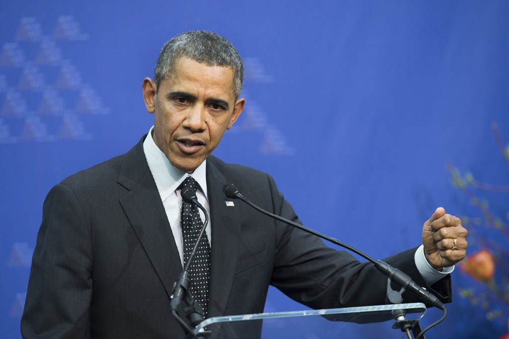 Barack Obama sa at de kan komme ytterligere sanksoner mot Russland på en pressekonferanse under toppmøtet i Haag tirsdag ettermiddag.