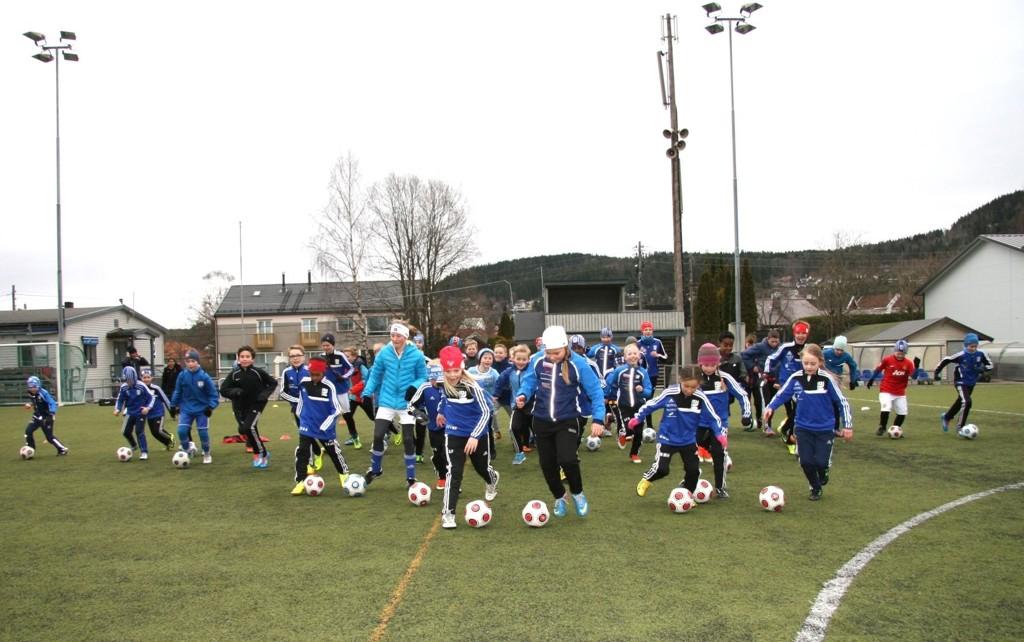 FEST: Glade Kjelsås fotball-barn på Fotball Etter Skoletid (FEST) onsdag, på Grefsen Stadion. Foto: Kristin Tufte Haga
