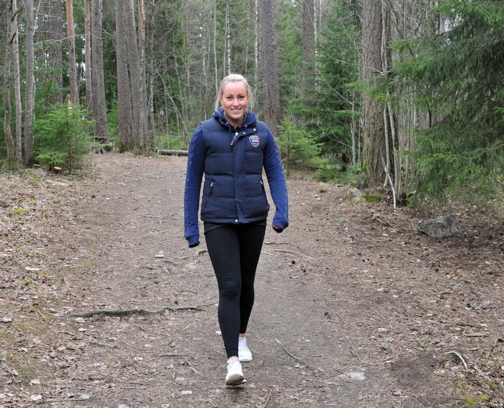 Nordstrandsspiller Mathilde Andresen har skiveutglidning i ryggen og går mye i skog og mark for å trene seg opp.