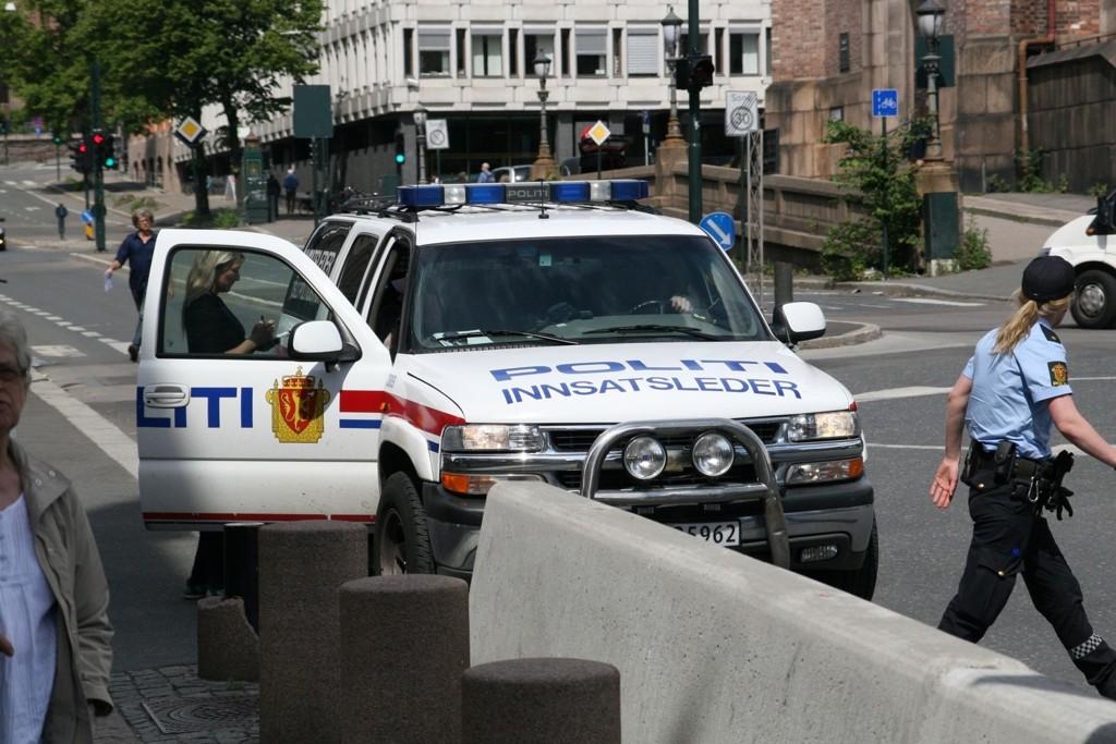 LETER: Politiet leter nå etter en mann som truet en vaktmester med hagle etter at han ble tatt på fersken under et innbrudd.