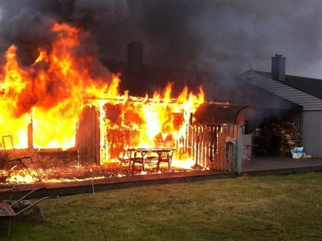 Krafig brann i rekkehus i Tønsberg.