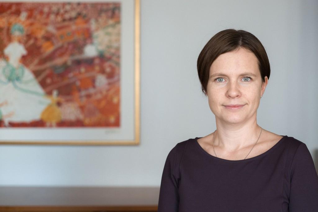 - 80.000 fattige barn i Norge bekymrer regjeringen veldig, sier statssekretær Maria Hoff Aanes.