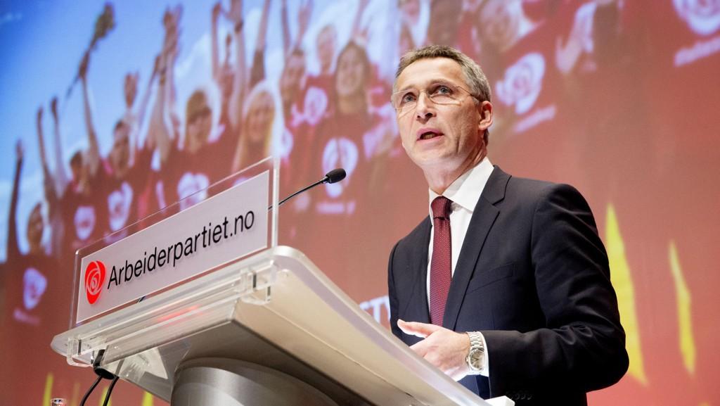Jens Stoltenberg og den avgåtte regjeringen får sterk kritikk for Mongstad-prosjektet.