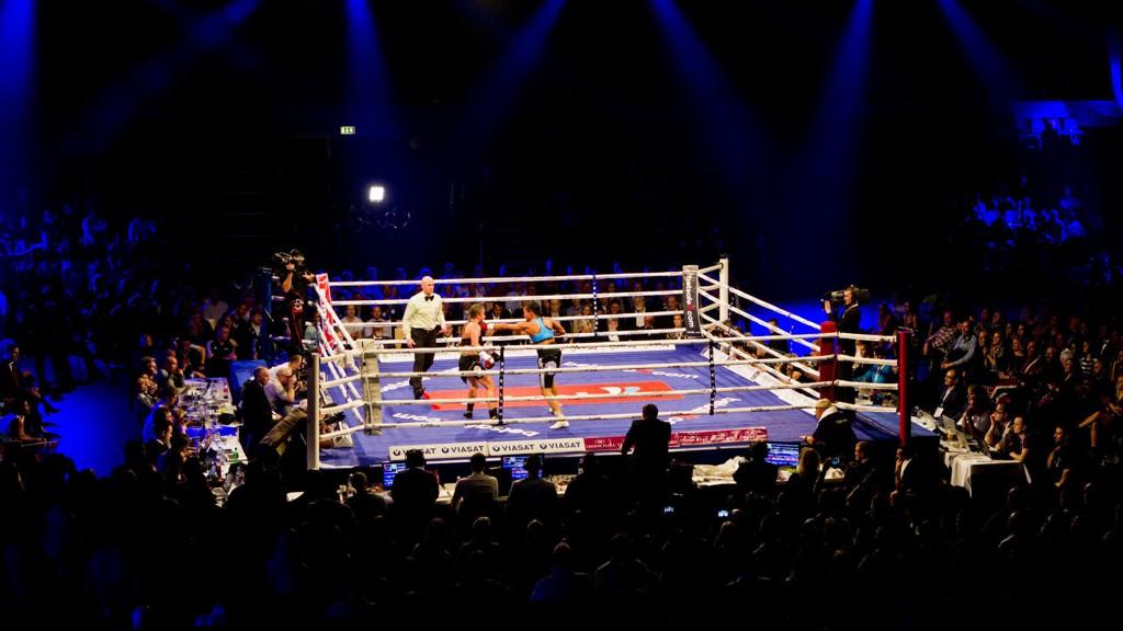ISOLERT: Norsk boksing er plassert mellom idrettsforbundets påbud om hjelm og det internasjonale bokseforbundets forbud mot hjelm.