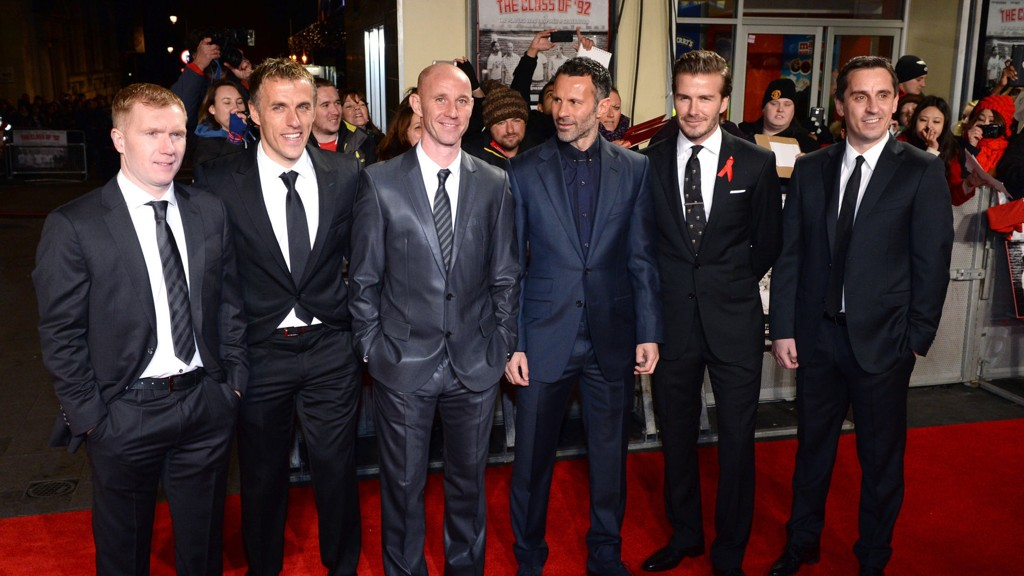 THE CLASS OF '92: Paul Scholes, Phil Neville, Nicky Butt, Ryan Giggs, David Beckham og Gary Neville var til stede da filmen om deres karrierestart i United hadde premiere på Odeon i London i desember.
