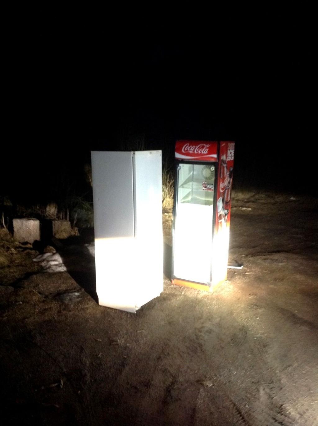 KASTET: To skap bare dumpet i Maridalen, oppdaget ved Greveveien sent torsdag kveld. Foto: Tom Sæland