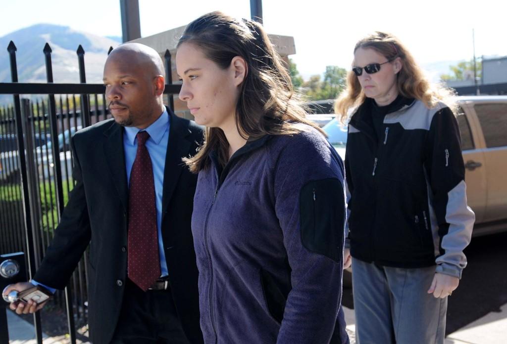 DREPTE MANNEN: Jordan Linn Graham, som har innrømmet å ha dyttet ektemannen utfor et stup, forlater rettsbygningen i Missoula i Montana (bildet er tatt i oktober 2013)