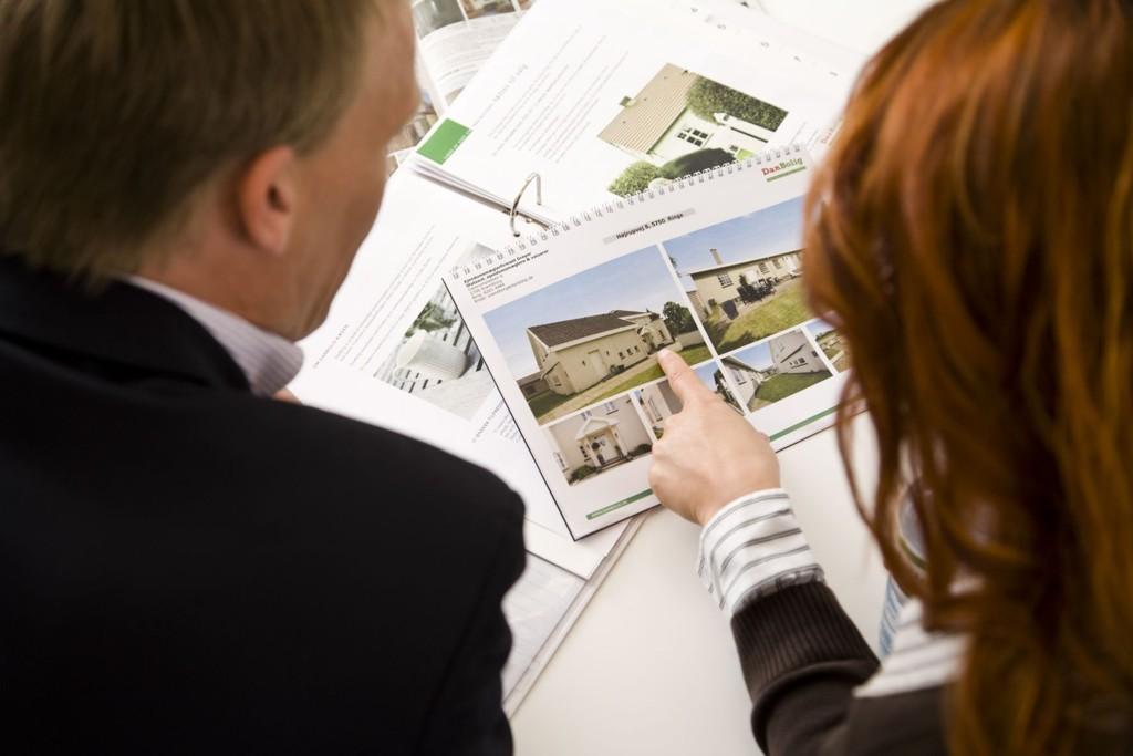 Eiendomsmeglerforetakenes Forening (EFF) anbefaler fra neste år at alle boliger skal selges med boligsalgsrapport. Konsekvensen kan være lavere boligpris.