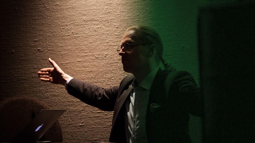 Sikkerhetsguru Mikko Hypponen mener internett har gått fra å være en Utopisk verden til å bli et totalitært overvåkningsregime. (Bildet er etterbehandlet)