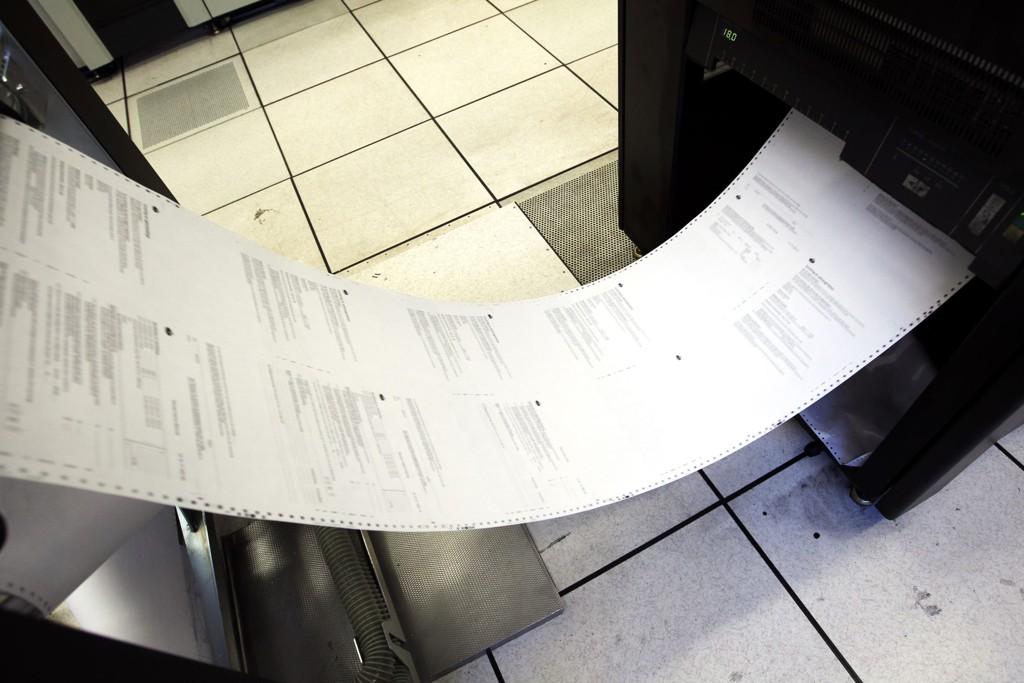 Titalls tonn med papir går med til trykkingen av selvangivelsene.