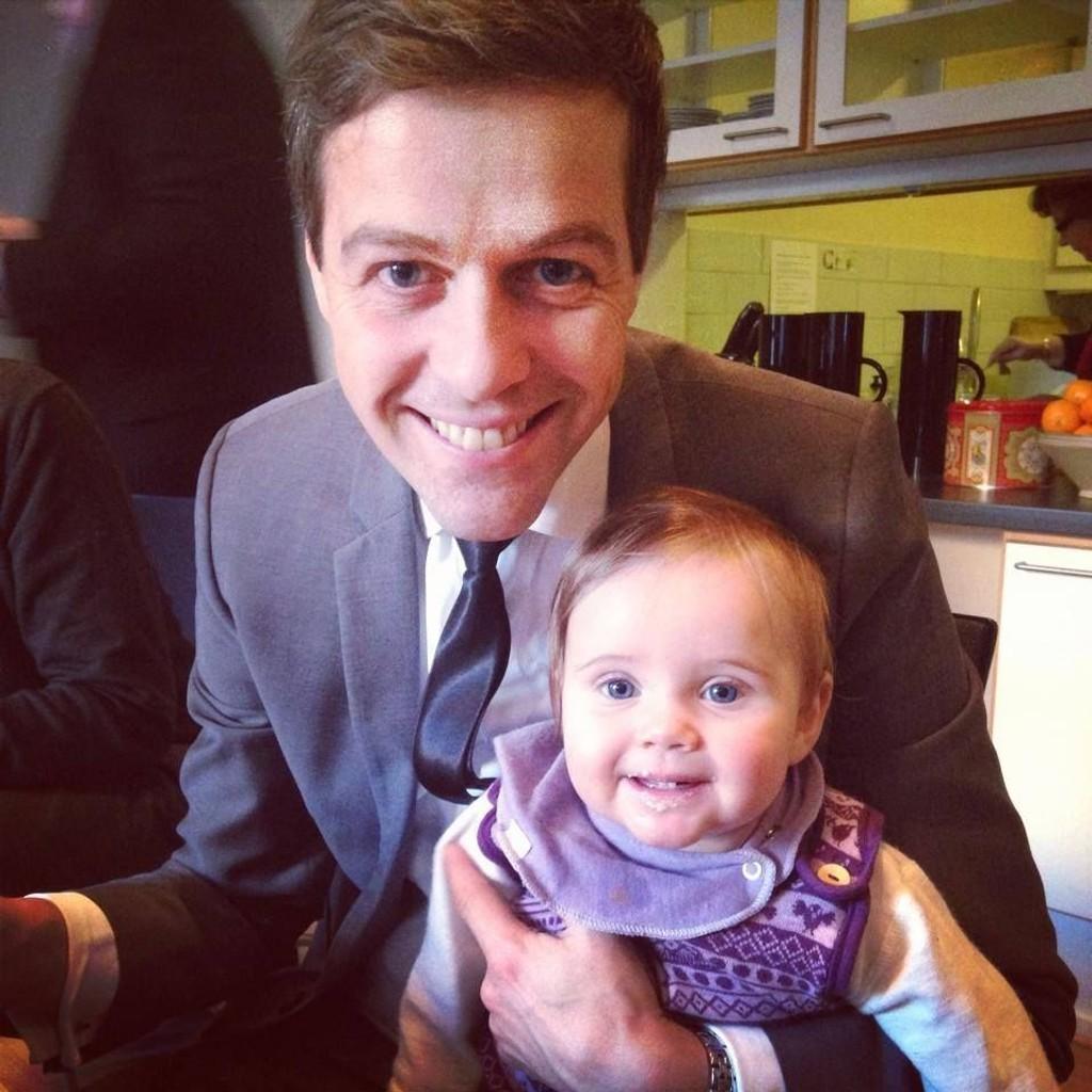 Knut Arild Hareide med datteren Sara i desember i fjor. Nå blir han far igjen.