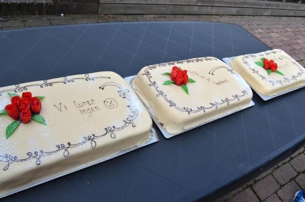 Sandefjord kommune måtte flytte fra Hjertnes Amfi til Torvet for å få gitt ut kakestykker.