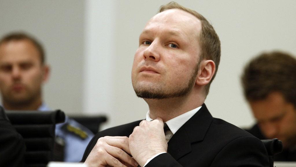 Anders Behring Breivik vurderer å gå til sak mot Ila fengsel.