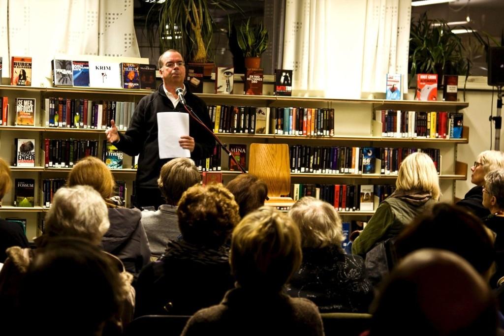 PÅ NORDTVET: Jan Kjærstad er en av mange forfattere som har besøkt det folkekjære biblioteket på Nordtvet. Men biblioteket er ikke folkekjært nok, ligger for utilgjengelig til, og må derfor ofres til fordel for nytt bibliotek på Økern, mener byråden.