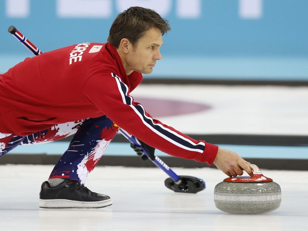 I SLAGET: Thomas Ulsrud og Norge står med sju seiere på åtte kamper i VM.