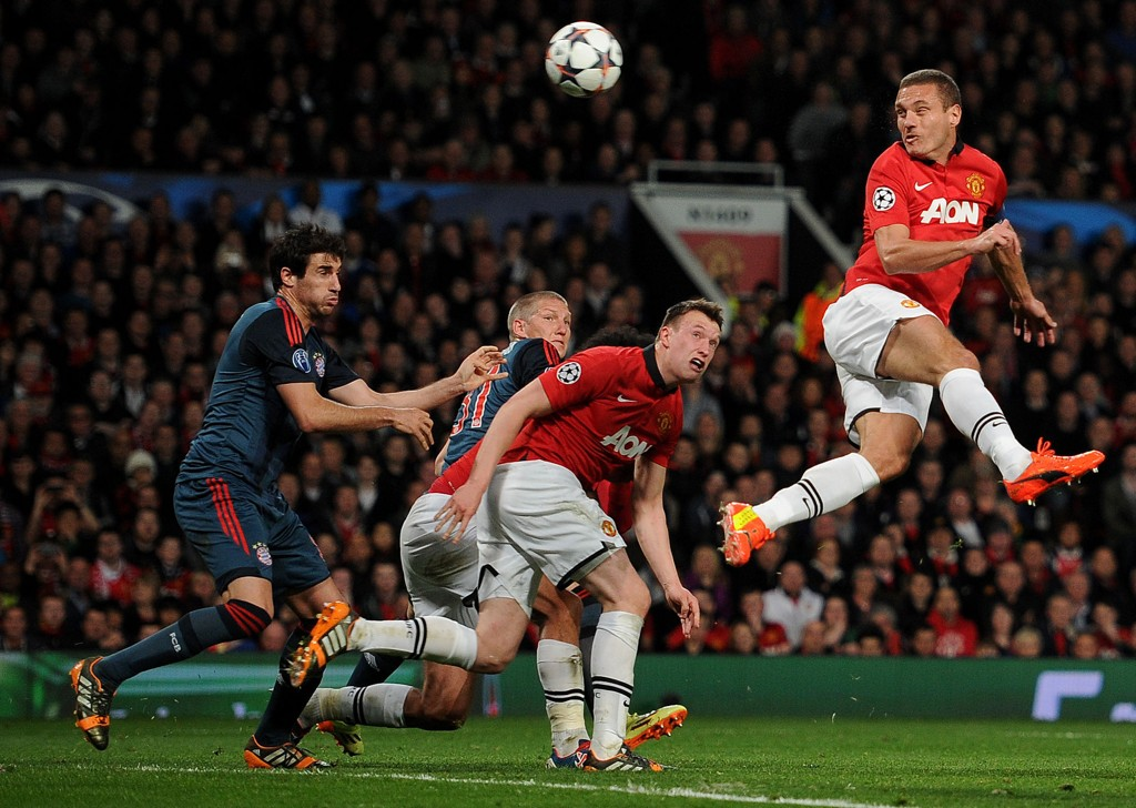 OVERRASKENDE SCORING: Nemanja Vidic satte inn 1-0 for United, til tross for at Bayern totalt dominerte kampen.